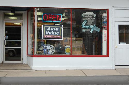 R&R Auto World storefront. Your local Hahn Automotive Warehouse in Meriden, CT.