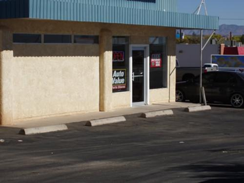 SHANNONS AUTO PARTS storefront. Your local Star Distributing in Benson, AZ.