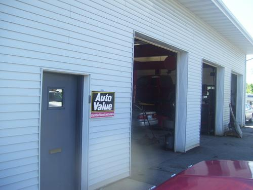 Bruce's Auto Repair storefront. Your local Al's Automotive in O'Fallon, IL.