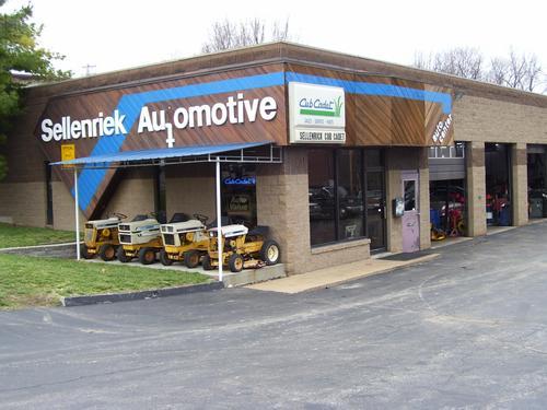 Sellenriek Automotive storefront. Your local Al's Automotive in Ballwin, MO.