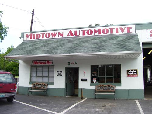 Mid-Town Automotive storefront. Your local Al's Automotive in St. Paul, MO.