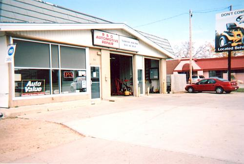 R & D Auto Repair storefront. Your local AutoParts HeadQuarters, Inc in Albert Lea, MN.