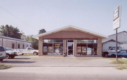 Advantage Auto Stores storefront. Your local Hahn Automotive Warehouse in La Grange, NC.