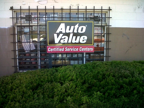 Glenn's Auto Parts & Service storefront. Your local Warren Distributing, Inc in Downey, CA.
