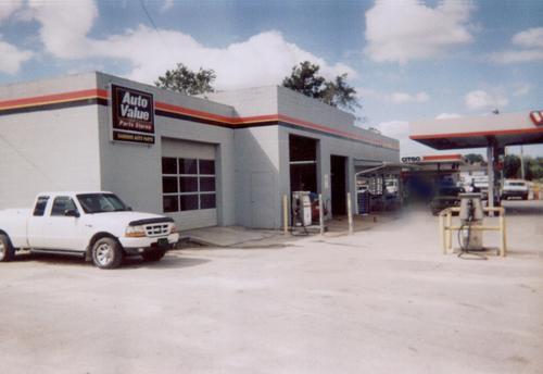 Sanders Auto Parts storefront. Your local Hahn Automotive Warehouse in Richlands, NC.
